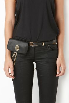 Hip belt with flat key chain detail & black leather pouch. Ibiza Fashion, Funky Fashion, Womens Fashion, Hip Bag, Mode Outfits, Summer Trends, Leather Pouch, Fashion Watches, Purses And Bags
