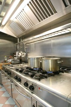 This Pin is indebted own beauty for Stainless Steel Luster Restaurant Kitchen Equipment, Restaurant Kitchen Design, Bakery Kitchen, Hotel Kitchen, Modern Restaurant, Big Kitchen, Kitchen Items, Kitchen Hood Design, Pantry Design
