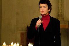 Im Verlaufe der zweiten Staffel emanzipiert sich Dunja Hausmann (Katrin Sass), macht sich innerlich frei