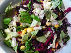 Mittags bei Jessi dann gemischter Salat, mit Eisberg- und Feldsalat und Rotkohl.