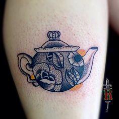 #tattoo #dotwork #pontilhismo #pontilism #teapot #traditionaltattoo #oldschooltattoo #blackwork #linework