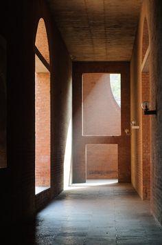 路易斯康的建筑为何给人一种难以表达的惊喜与神秘感? - 铭蔚的回答 - 知乎