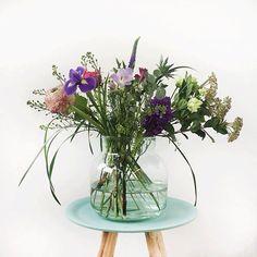 Tijd om de bloemen van deze week in het zonnetje te zetten! Onze stylist koos voor een mix van paarse, roze en witte tinten. Veel bloemen gaan nog open, dus je bos wordt met de dag mooier. Geniet ervan! #bloomon #flowersoftheweek