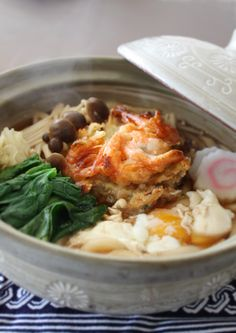 Nabeyaki Udon (noodles served in a pot) with Shrimp Kakiage Tempura 鍋焼きうどん