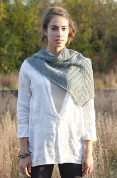 [][][] Quince & Co. Ferrous shawl. (2 Skeins Finch)