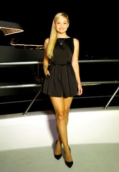 Olivia Holt At Bella Thorne& Birthday Party - Celebzz Olivia Holt, Bella Thorne, Pleated Mini Skirt, Mini Skirts, Beautiful Legs, Beautiful Celebrities, Sexy Legs, Sexy Dresses, Blond