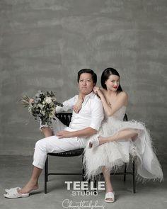 Khá sợ vợ Korean Photo, Pre Wedding Poses, She Was Beautiful, Photo Studio, Wedding Pictures, Wedding Hairstyles, Studios, Flower Girl Dresses