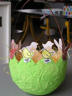 Paasmand gemaakt op de Dr. Ovide Decroly kleuterschool België Easter Art, Easter Crafts For Kids, Easter Bunny, Easter Eggs, Easter Birthday Party, Easter Egg Designs, Spring Activities, Easter Baskets, Art For Kids