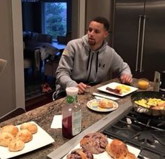 He is perfection The Curry Family, Curry Food, Stephen Curry Pictures, Splash Brothers, Ayesha Curry, Family Goals, Future Boyfriend, Curries, Curry Recipes