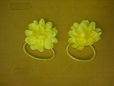 Haarelastieken met gele bloem € 3.00