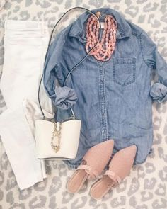 Spring outfit - cute chambray shirt and white skinny jeans with blush mules and . Spring outfit - cute chambray shirt and white skinny jeans with blush mules and . Mode Outfits, Jean Outfits, Casual Outfits, Summer Outfits, Early Spring Outfits, Womens Fashion Outfits, Fashion Clothes, Colored Jeans Outfits, Chambray Shirt Outfits