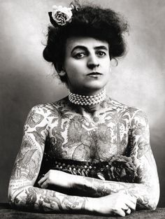 (♥) Maud Wagner, the first known female tattooist in the U.S., 1911. In 1907, she traded a date with her husband-to-be for tattoo lessons.