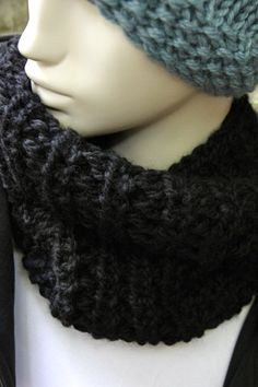 """50% OFF until Oct 26th, 2014. Soft wool from Peru. Handmade snood for women. H 38cm x W 28cm 15""""x10.25"""") . Douce laine provenant du Pérou. Foulard infini fait à la main pour femmes. www.zaknit.com 25$"""