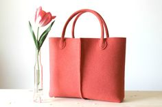 Elegant and casual coral wool felt bag di Lefrac su DaWanda.com