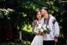 Povești Nunți Tradiționale - Andreia și Ionuț. Nuntă tradițională la Muzeul Satului Bucovinean. 5 Wedding Photography, Traditional, Wedding Dresses, Fashion, Bride Dresses, Moda, Bridal Gowns, Fashion Styles