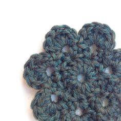 Free Crochet Flower  Pattern   Deux Brins de Maille