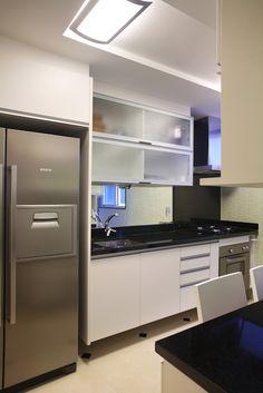 Apartamento Barão da Torre / Paula Neder @paulaneder #kitchen #lighting #small