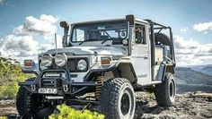 40 series body ✔ 80 series chassis ✔ Chev ✔ Tag a mate who would love this rig - Owne Toyota Autos, Toyota Fj40, Toyota Trucks, 4x4 Trucks, Custom Trucks, Toyota Cruiser, Fj Cruiser, Jeep Cars, Jeep 4x4