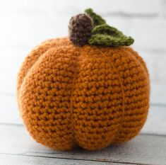 This large crochet pumpkin pattern is adorable! Quick and easy to make! So cute in my house! #crochetpumpkin #crochetlargepumpkin #freepumpkin #freecrochetpumpkin