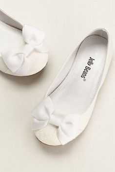 Delicate and sweet, these flowergirlglitter shoe flats will add sparkle to any special outfit!  Glitter toe flat features dainty front bow detail.  Available in White.  Available in Youth sizes 9Y-13Y, 1Y-4Y.  Fully lined. Imported.