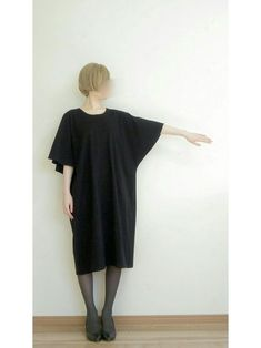【Pattern / How to make】 Cape sleeve dress Clothing Patterns, Dress Patterns, Sewing Patterns, Cape Sleeve Dress, Short Sleeve Dresses, Sewing Clothes, Diy Clothes, Cocoon Dress, Japanese Sewing
