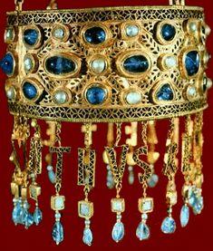 ** Corona de Recesvinto, Tesoro de Guarrazar (S.VII) Museo Arqueológico Nacional, Madrid. -41