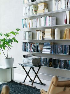 Love the wall shelves! Inspiration for my living room. My Living Room, Home And Living, Living Spaces, Modern Interior, Interior Styling, Interior Design, Home Office, String Regal, Home Decor Shelves