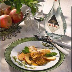 Crespelle mit karamellisierten Äpfeln Rezept   LECKER Thai Red Curry, Ethnic Recipes, Food, Clarified Butter, Credenzas, Popular Recipes, Italy, Essen, Yemek