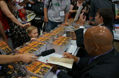 Looks like @repjohnlewis made a new friend @Comic_Con #SDCC #March