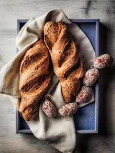 Bread and Salami by Alessandro Guerani at en.foodografia.com