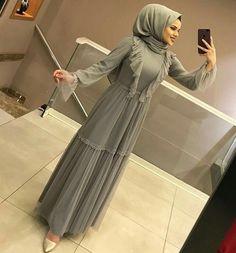 Image may contain: 1 person standing and indoor Tesettür Ayakkabı Modelleri 2020 Hijab Wedding Dresses, Wedding Dress Patterns, Hijab Dress, Short Bridesmaid Dresses, Hijab Outfit, Wedding Bridesmaids, Abaya Fashion, Muslim Fashion, Fashion Dresses
