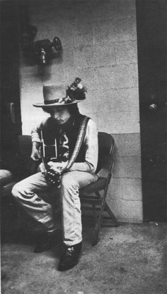 """Behind the matrimonial allegory of Desire that is Bob Dylan's """"Isis"""" Bob Dylan, Blowin' In The Wind, Rolling Thunder, Robert Allen, Rare Pictures, Zimmerman, Popular Music, American Singers, Rock Music"""