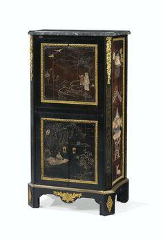 Secrétaire à abattant en placage d'ébène, panneaux en laque de Coromandel et montures de bronze doré d'à Charles Topino, vers 1780. Estimation 20,000 — 30,000 EUR. Photo Sotheby's.époque Louis XVI, attribué