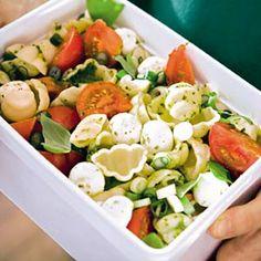 Recept - Pastasalade met tomaat en mozzarella - Allerhande