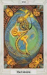 """Tarot Crowley: El Mundo Esta carta, que Crowley llama El Universo, muestra un """"sexo femenino cósmico"""" rodeado por los cuatros Señores de los Elementos. En su interior, una esfera de color esmeralda, la Tierra, está retenida por una red de energías impalpables. Al fondo, un haz de luz emana de una pupila de oro: es el """"poder de la serpiente"""", un símbolo fálico con el que juega la joven desnuda del centro de la escena: es la hija de las estrellas, cuyo baile, expresión"""
