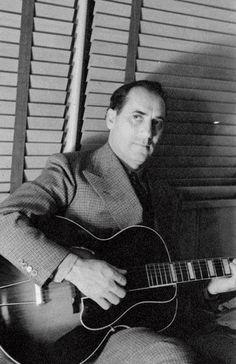 Groucho Marx and his Gibson L-5 guitar, c.1942  Stratocaster is the woist thing I ever hoid...