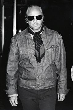 Marlon Brando Packs a Punch ... Sometimes, the celebs hit back — literally. In 1973, after being hounded by Galella, Marlon Brando decked him outside a NYC restaurant, breaking the photographer's jaw and knocking out five of his teeth. Read more: http://www.rollingstone.com/culture/pictures/oh-snap-20-landmark-paparazzi-moments-20140417/marlon-brando-packs-a-punch-0767083#ixzz2zYZ6SHRi Follow us: @Rolling Stone on Twitter | RollingStone on Facebook