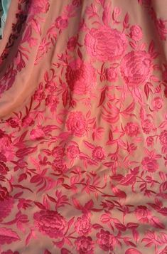 Mantón confeccionado en tonos coral y fucsia. M-36 M-36 Chinese Embroidery, Hand Work Embroidery, Embroidery Stitches, Coral, Shalwar Kameez, Blouse Designs, Shawl, Bridal, My Style