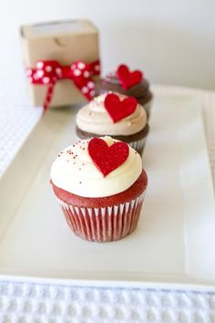 Savory magic cake with roasted peppers and tandoori - Clean Eating Snacks Valentine Desserts, Valentine Day Cupcakes, Heart Cupcakes, Valentine Treats, Yummy Cupcakes, Valentines Food, Fondant Cupcake Toppers, Cupcake Cakes, Rose Cupcake