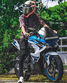 Portrait Photography Men, Bike Photography, Ktm Rc 200, Bike Photoshoot, Bike Pic, Moto Bike, Motorcycle, Studio Background Images, Super Bikes
