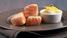 BOCCONCINI DI SALMONE CON CREMA DI PORRI AL PROFUMO DI LIMONE  http://www.fiordisapori.it/Ricette/Italia/Antipasto-Bocconcini-di-Salmone-con-crema-di-porri-al-profumo-di-limone  Un antipasto di pesce delicato e cremoso. La ricetta di Chiara Maci è facile, veloce e incontrerà il gusto di tutti.