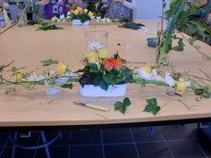 Bilderesultat for borddekorasjon bryllup runde bord Table Decorations, Plants, Furniture, Home Decor, Decoration Home, Room Decor, Home Furnishings, Plant, Home Interior Design