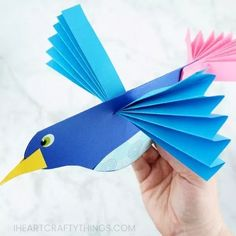 Learn how to make this colorful, easy paper bird craft. -Fun paper craft for kids of all ages! More simple bird crafts and spring crafts for kids here too. Animal Crafts For Kids, Summer Crafts For Kids, Crafts For Kids To Make, Craft Kids, Lion Craft, Kids Fun, Summer Kids, Diy And Crafts Sewing, Paper Crafts For Kids