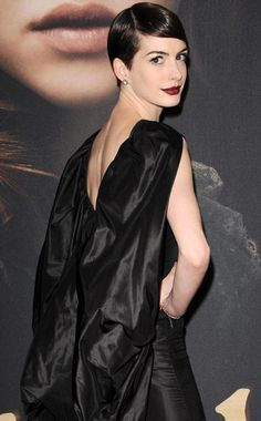 Love your pixie cut Anne Hathaway!