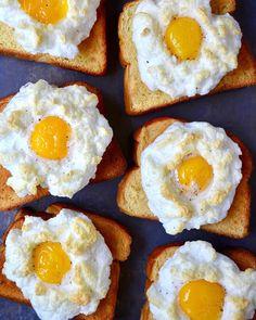 Zeit, sich von langweiligen Spiegeleiern zu verabschieden. Jetzt kommen die Wolken-Eier! Der neue Instagram-Foodtrend ist kinderleicht nachzukochen und in nur wenigen Minuten auf dem Tisch. Stilpalast zeigt, wie die unkomplizierte neue Eier-Variante geht.