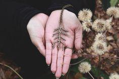 Rune arbre amulette alu: pendentif rune, pagan, talisman, wicca, mythologie nordique, protection, sorts occultes, divination, magie, dans une déclaration, une sorcière de la forêt