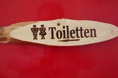 Rinde Holz Schild lasergravur  Toiletten  WC