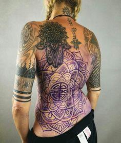 Stencil on Lisa. Back Tattoo Women, Back Tattoos, Tattoo Girls, Body Art Tattoos, Girl Tattoos, Tattoos For Women, Tatoos, Unique Tattoos, Beautiful Tattoos