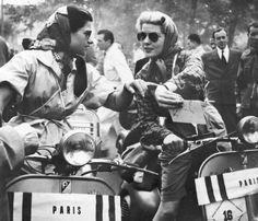 Vespa Roma – Tienda y taller Biker Clubs, Motorcycle Clubs, Vespa Piaggio, Old Photos, Vintage Photos, Tough Girl, Tomboy Fashion, Tomboy Style, Scooter Girl
