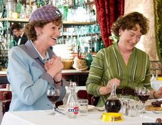 Things We Should Thank Nora Ephron For Meryl Streep & Jane Lynch in Julie & Julia. Thank you Nora Ephron.Meryl Streep & Jane Lynch in Julie & Julia. Thank you Nora Ephron. Movies Showing, Movies And Tv Shows, New Movies, Good Movies, Julia And Julie, Jane Lynch, Ben Kingsley, Sleepless In Seattle, Nora Ephron